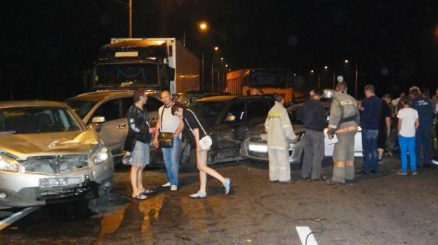 Тягач повредил 14 автомобилей на трассе Дон