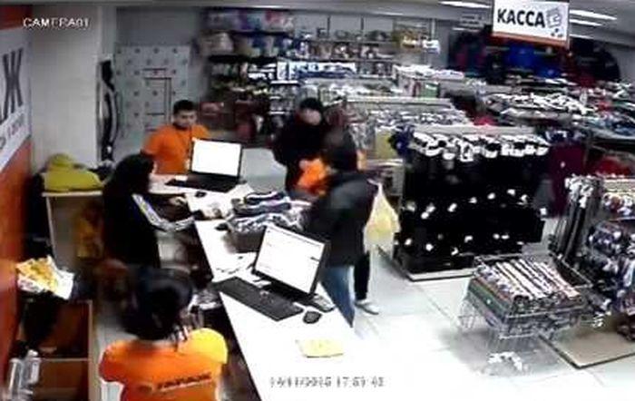кража из магазина в Боброве