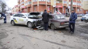 авария с такис в Боброве