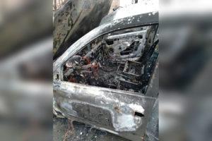 В Боброве пожар уничтожил два легковых автомобиля